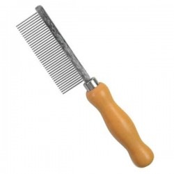 Metal comb for brush cleaning